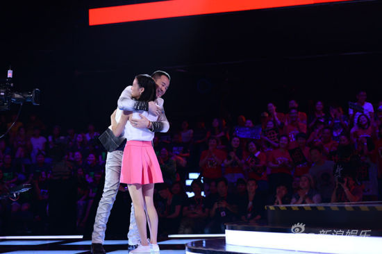 陈永馨与导师杨坤拥抱