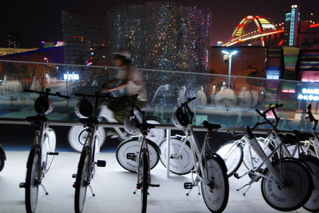 自行车道贯穿整个丹麦国家馆