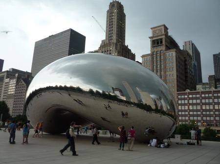 芝加哥千禧年广场的不锈钢雕塑