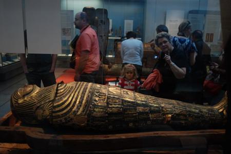 博物馆里的两代人,这一场景已经延续了两百多年