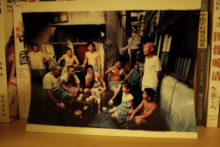 """我收藏十年的照片,记录了""""两湾一宅""""居民过去的生活环境和消遣方式。"""