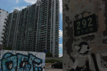 """城市未必""""高、大、全""""?在苏州河畔莫干山路,能看到现代都市的多面呈现。"""