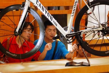 """德国馆展出的自行车,""""德国制造""""要变成""""德国创造""""。"""