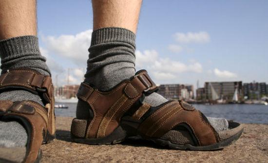 一名罗马士兵就穿着袜子配凉鞋