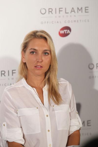 2013年法国网球公开赛双打冠军Elena Vesnina接受媒体采访