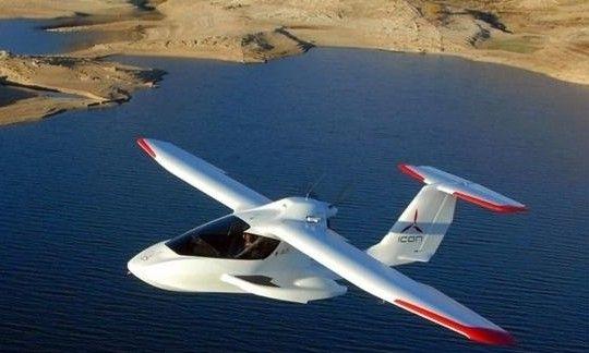 导语:尽管养护和燃料成本极高,但凭借灵活、便捷、迅速和私密等优势,私人飞机越发受到富豪们的青睐。过去一年时间里,几乎每一家大型航空公司都推出了一款新机型或者计划推出,以满足客户的需求。从赛斯纳捕天者到达索猎鹰7X,再从日蚀550到湾流G650,以下盘点的是12款最令人兴奋并且在设计上最富有革新精神的私人飞机。