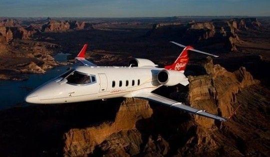 这款飞机的最大飞行高度可达到4.5万英尺(约合1.