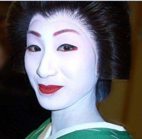 """日本""""艺伎""""面膜:用夜莺鸟屎涂脸护肤"""