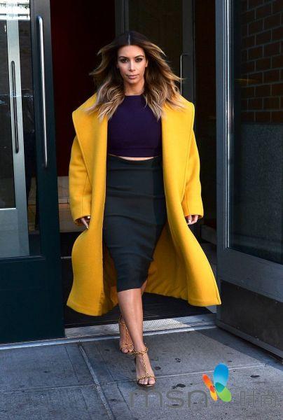 金卡戴珊引领微胖界冬季大衣穿出时尚感
