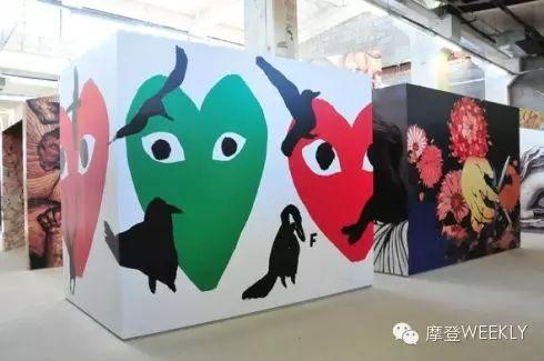 2008年川久保玲在北京做过一场期间限定展览,亦有呈现PLAY系列