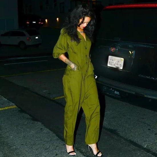▲ 蕾哈娜军绿色帅气连体工装