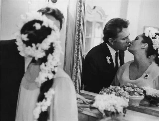 蒙特利尔婚礼上的甜蜜一吻,谁知竟会纠缠半个世纪。