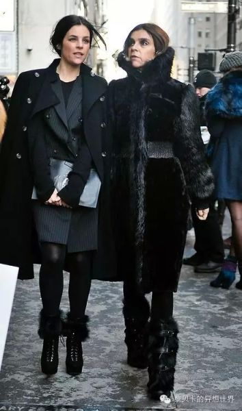 Julia和妈妈Carine Roitfeld