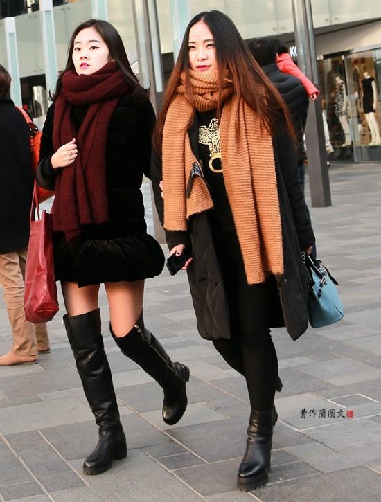 街拍:从三里屯美女看今年围巾的时尚流行