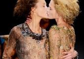 女模透视装互摸激吻