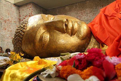 佛的-大涅槃寺地处拘尸那迦一块无比宽阔的原野,佛陀时代的娑罗双树就是