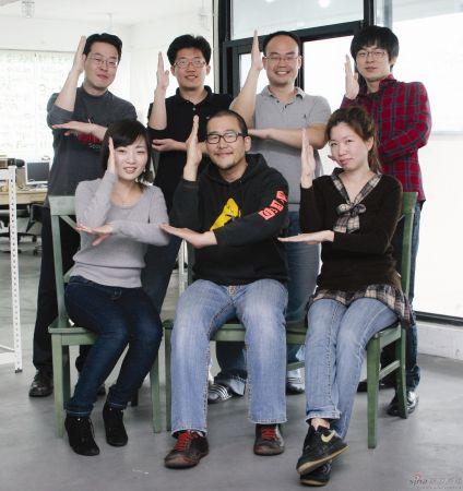 7人团队合影创意照片【相关词_ 团队合影创意照片】图片