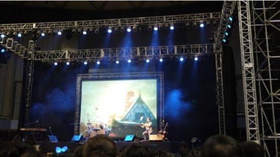 迈克学摇滚又在其中国站演唱会上演绎《传奇》