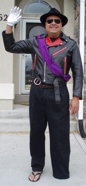 美国残疾父亲COS送儿子上学一学期