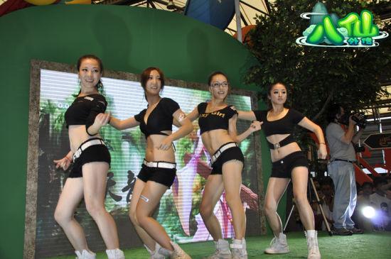 在热辣性感的美女dancer们给大家带来的精彩舞蹈秀之