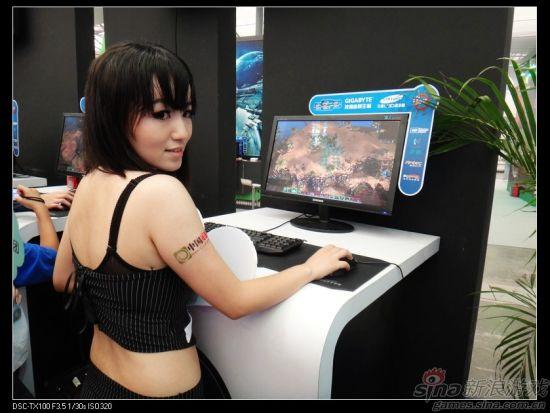 EA展台美女试玩