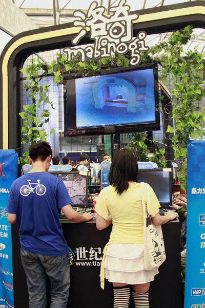 《洛奇》试玩区的大屏幕成为了忠实玩家们的交流平台