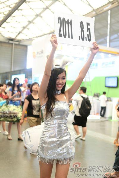 巨人showgirl举牌现8月5日 或与新游测试有关图片