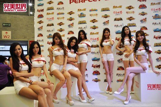 八大专业模特亮相完美世界展台