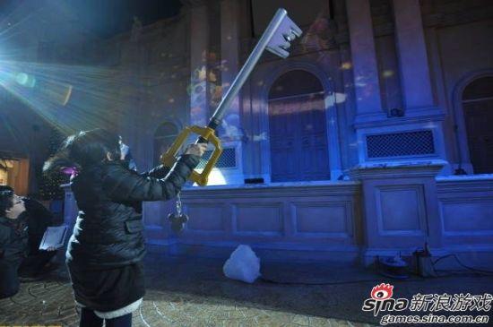 粉丝用钥匙剑与全息影像互动