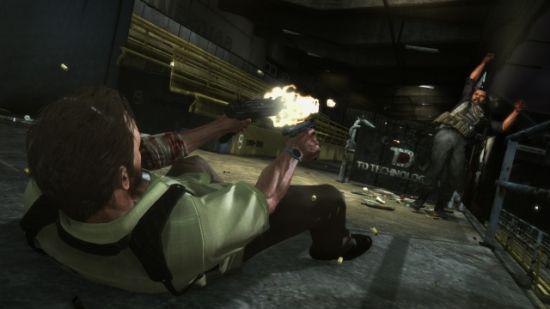 卧倒在地上还是可以继续射击,不过不能移动