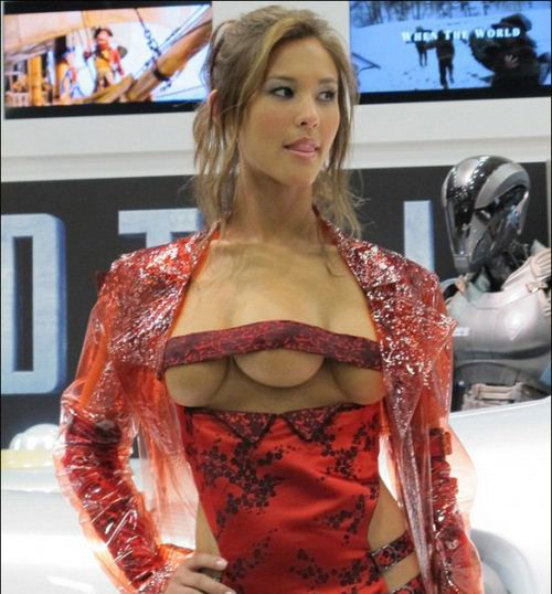 史上最强逆天cosplay 三个乳房