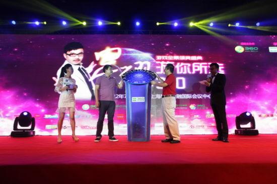 奇虎360董事长周鸿�t和360游久CEO刘亮开启盛会