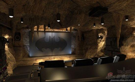 硕大的蝙蝠标志后面是超大屏幕