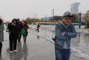 游戏圈人士冒着大雪前往