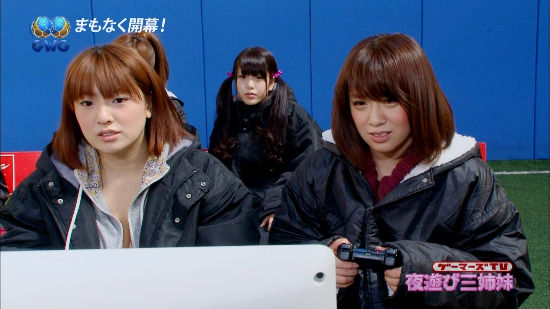 摇杆甩动 日本女优集体穿泳装玩《FIFA 13》 (3)