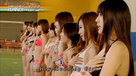 摇杆甩动 日本女优集体穿泳装玩《FIFA 13》 (12)