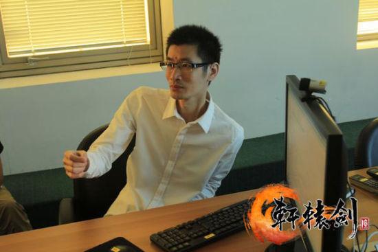 杨渊升为轩7研发人员讲解轩6理念