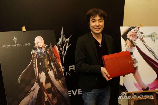 鸟山求先生展示红色超薄PS3