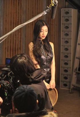 亚洲成人激情图_日本游戏拍摄真人情景剧 成人女星坛蜜出演