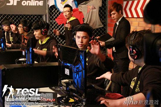 电竞龙第一回合攻其不备的快速突击,迅速拿下首分。_台湾游戏网