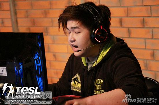 Chasyz上半场也缴出9杀成绩,不过技高一筹的橘子熊始终处于领先地位。_台湾游戏网