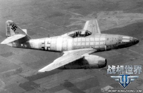 美国空军的轰炸机是Me.262的主要却非唯一的目标。当战争发展到这个阶段,英国皇家空军也在白天对位于德国本土的目标发动攻击。1945年3月31日,英国皇家空军出动460架兰开斯特和哈利法克斯轰炸机袭击了位于汉堡的德国U型潜艇的组装船坞:遭到了Me.262的猛烈袭击,3架哈利法克斯和4架兰开斯特在护航战斗机赶到之前被Me.