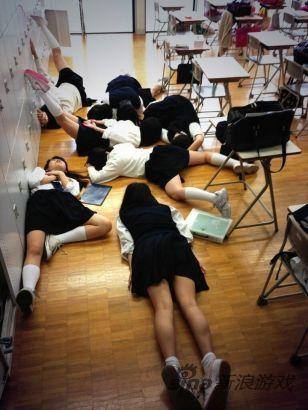 日本女生下课后:撩裙子