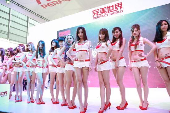 2013Chinajoy美女靓模引宅男a美女美女防毒面具