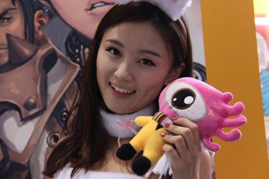 新浪展台微笑天使如沐春风 (5)