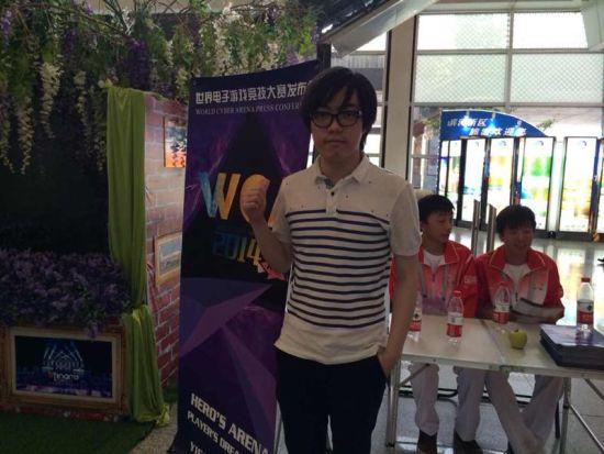 CA魔兽争霸3选手TH000抵达大邑_电子竞技_银川西岭雪山热气球图片