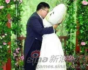 在一个会有人与抱枕结婚的国度,也许也不难理解了