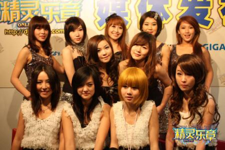 j计划美女北京合影