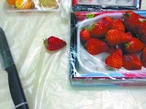 草莓切除腐烂部分后,剩下的做成水果拼盘或供试吃