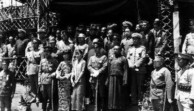 蒋介石夫妇在黄埔军校